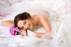 Молодые невесты в нижнем кружевном белье