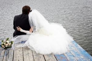 Фото сочетание одежды жениха и невесты